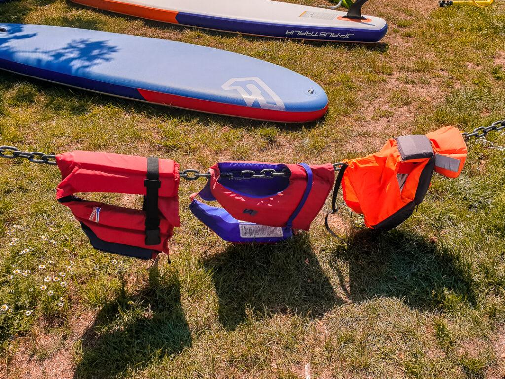Schwimmwesten sind elementar beim Kanu fahren mit Kindern