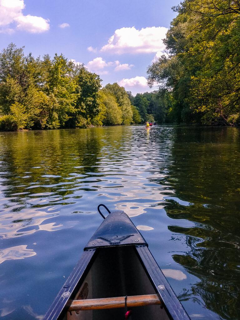 Die Enz eignet sich perfekt für einen Ausflug mit dem Kanu