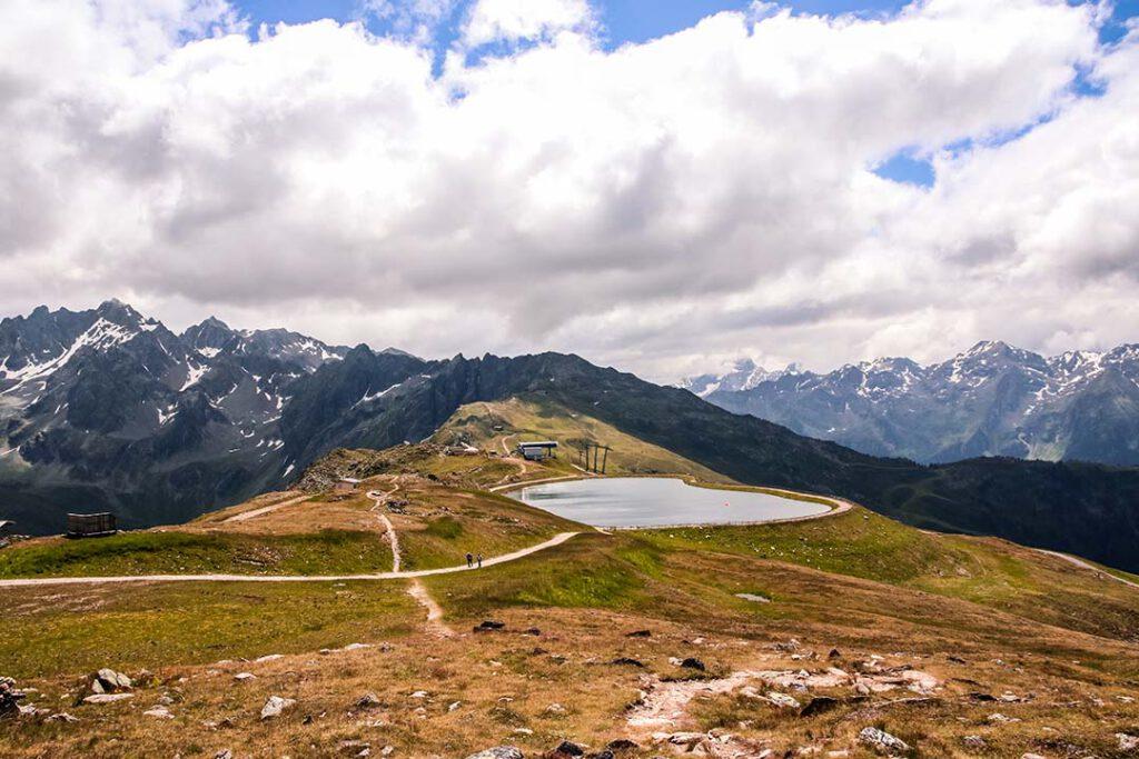 Bergsee und Talblick